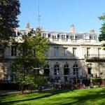 Hôtel de Clermont (actuel Ministère des relations avec le Parlement), 69 rue de Varenne, où Séguin aurait hébergé ses poulains.